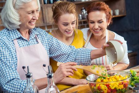 چه نیازهای غذایی منحصر به فردی برای زنان وجود دارد؟