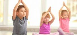 انجام حرکات یوگای کودک در منزل
