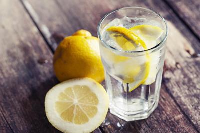 خاصیت نوشیدن آب لیمو با معده خالی